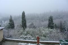 Monastère de Sargiano: le grand cloître couvert par la neige